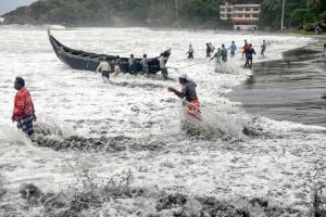 В Індії вирує найпотужніший за 20 років циклон - є жертви, 150 тисяч осіб евакуювали