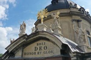 На Доминиканском соборе во Львове отреставрировали четыре скульптуры и чашу