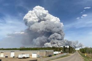 В Канаде масштабный лесной пожар - объявили эвакуацию