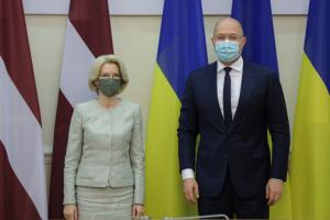 Шмигаль обговорив зі спікеркою Сейму Латвії двосторонню торгівлю та протидію COVID-19