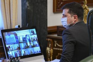 ゼレンシキー大統領、8月の独立記念日までに国民半分のコロナワクチン接種に期待