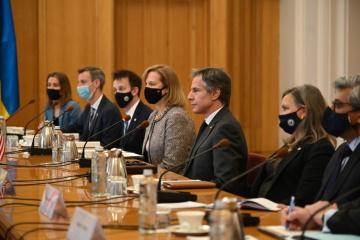 Parlamentarios ucranianos se reúnen con Blinken y Nuland