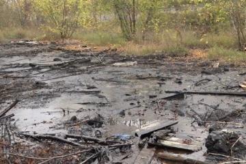 У Чернігові суд зобов'язав міськраду ліквідувати «смоляне озеро»