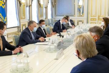 """Sicherheitslage in der Ostukraine, """"Krim-Plattform"""": Präsident Selenskyj trifft sich mit Außenministern von Benelux-Staaten"""