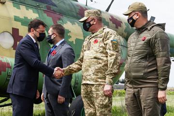 Selenskyj mit Botschaftern der G7- und EU-Länder in Region Luhansk gekommen
