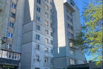 У Львові з вікна восьмого поверху випала дворічна дитина
