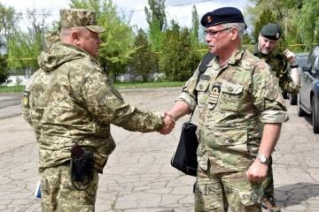 Des attachés militaires étrangers ont visité la zone de l'OFU dans l'est de l'Ukraine