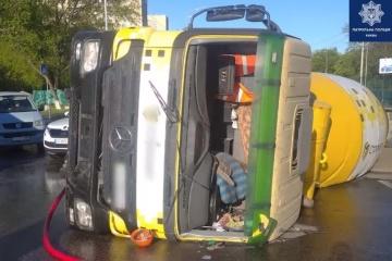 Betonmischer kippt in Kyjiw um, Fahrer war betrunken