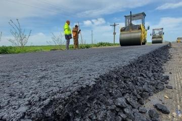 Дорогу до курортної Кирилівки ремонтують у межах «Великого будівництва»