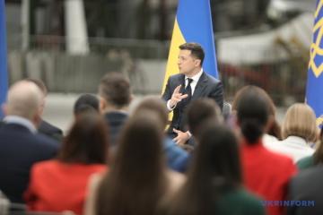 Zelensky dit que l'Ukraine sans guerre est sa principale priorité