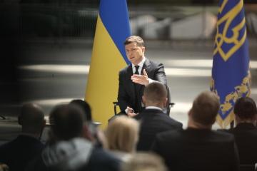 Volodymyr Zelensky tient une conférence de presse à l'occasion du 2e anniversaire de son mandat