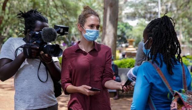 В Кении полицейские ранили немецкую журналистку