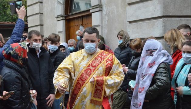 У Варшаві сотні українців прийшли святити великодні страви