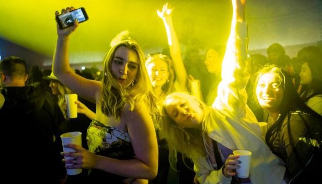 Концерт на 5 тисяч глядачів відбувся у Британії - масок і дистанції не вимагали