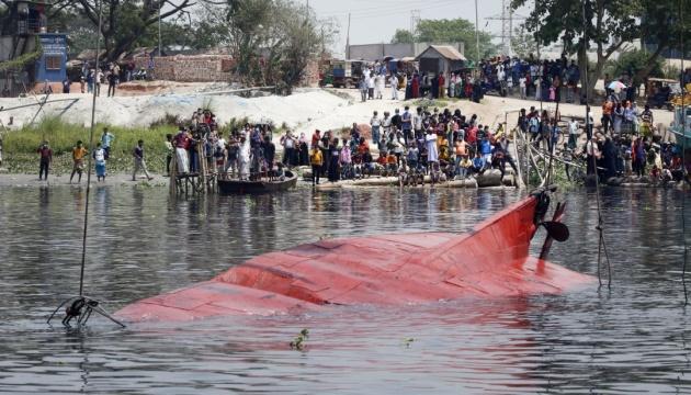У Бангладеш катер зіткнувся з транспортним судном: 26 людей загинули