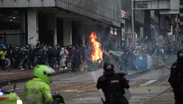 Влада Колумбії скасовує податкову реформу на тлі кривавих протестів