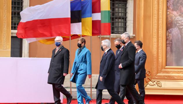 W Warszawie rozpoczęły się obchody Święta Konstytucji z udziałem pięciu prezydentów