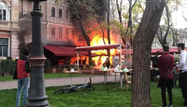 У центрі Одеси горіла будівля ресторану і готелю