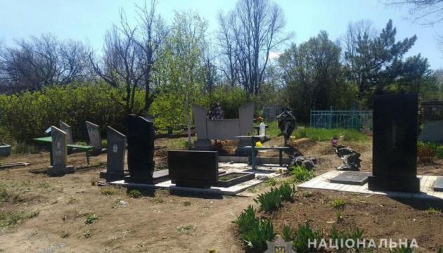 На кладбище возле линии соприкосновения подорвалась супружеская пара, мужчина погиб