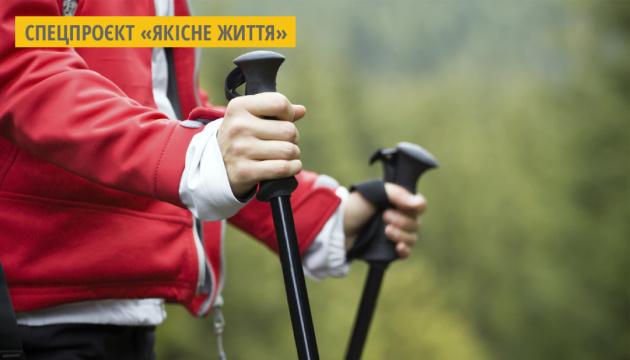 На Волині пенсіонерки практикують скандинавську ходьбу