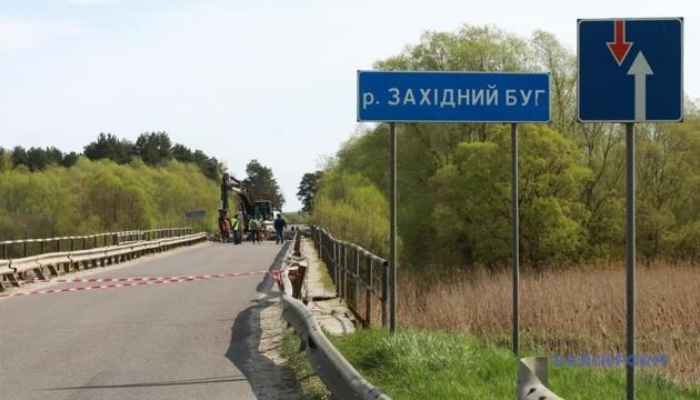 Міст через Західний Буг демонтують і збудують заново