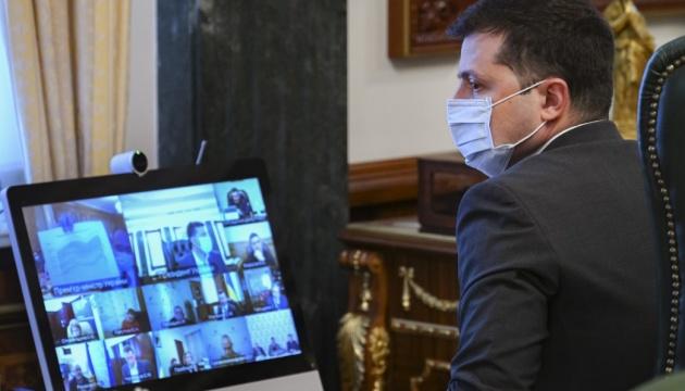 Зеленский поддерживает вакцинацию на выходных украинцев, записавшихся через «Дію»