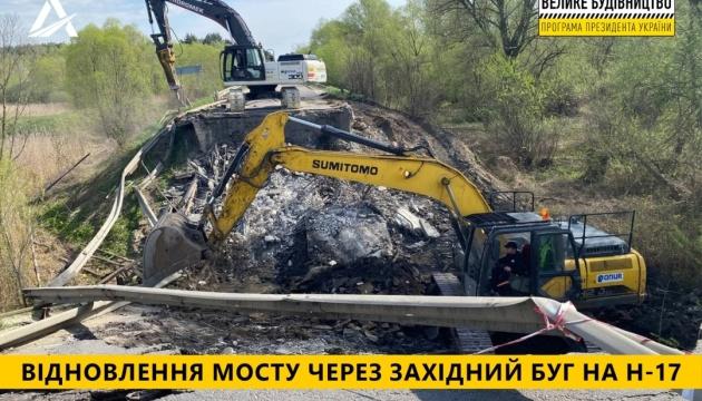 Укравтодор начал ликвидацию последствий разрушения моста на Львовщине