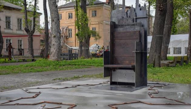 В Івано-Франківську до Дня міста відкрили «Крісло бургомістра» з секретом