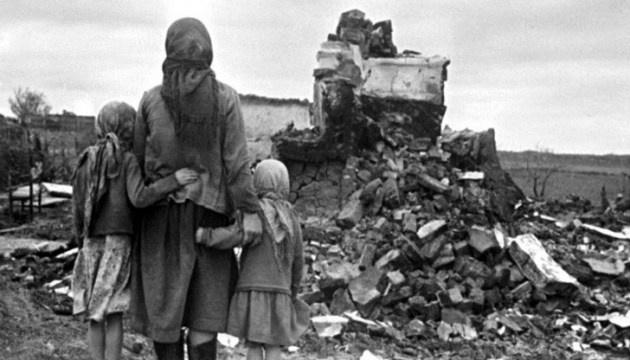 48% украинцев считают, что ко Второй мировой привел заговор Сталина и Гитлера