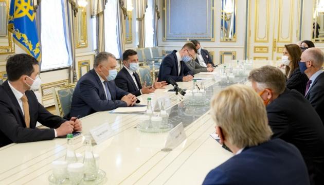 Зеленський розповів главам МЗС країн Бенілюксу про безпекову ситуацію на сході України