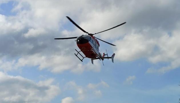 На Львівщині хворого евакуювали гелікоптером із важкодоступного району