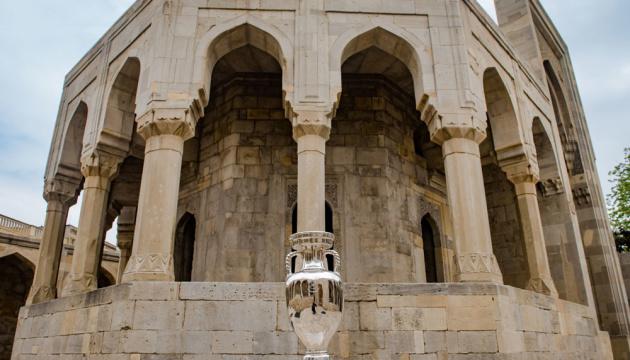 Кубок чемпионата Европы показали в Баку