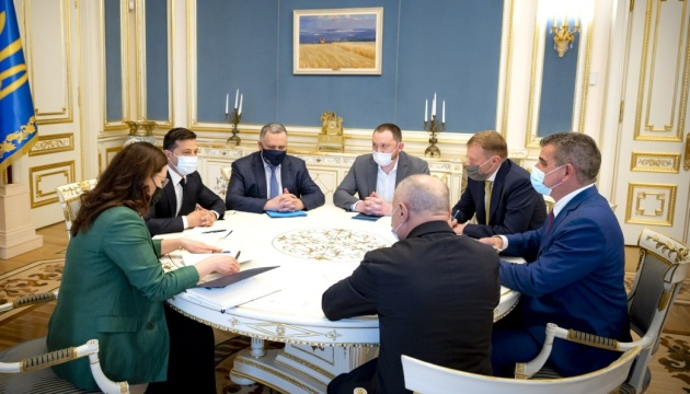 В Украине хотят собирать швейцарские поезда - Зеленский встретился с инвесторами Stadler