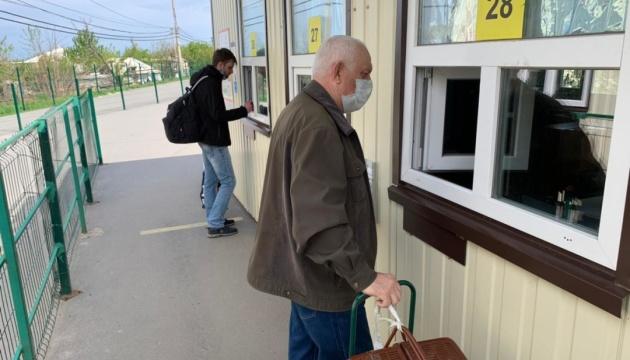 На КПВВ «Станица Луганская» поток пассажиров за неделю упал почти вдвое - ГПСУ