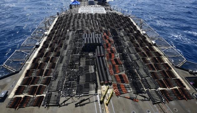 Военный крейсер США задержал судно с партией российского оружия