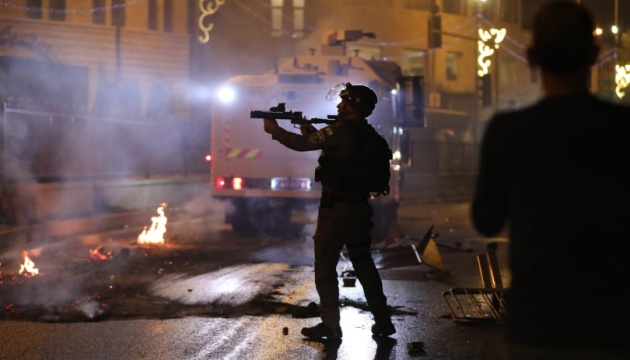 У сутичках на Храмовій горі в Єрусалимі постраждали понад 100 палестинців