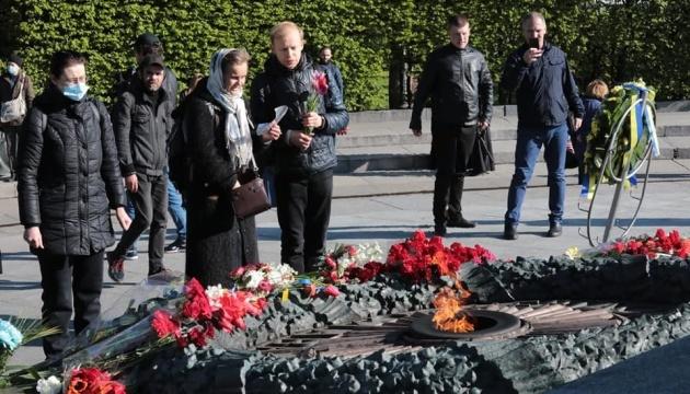 У столичному парку Слави вшановують пам'ять загиблих у Другій світовій