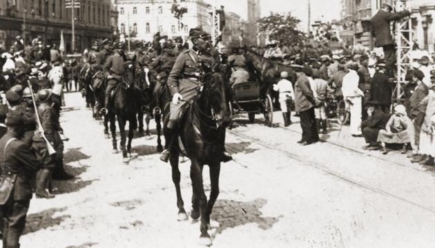 9 травня. Військовий парад. На Хрещатику. Українсько-польський