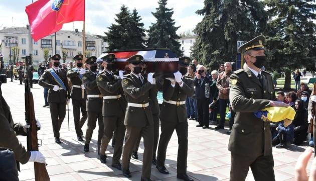 У Коростені попрощалися із загиблим під Пісками 22-річним військовим