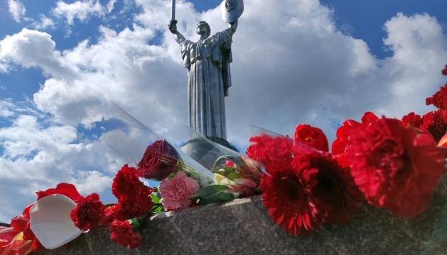 Les habitants de Kyiv ont honoré la mémoire des personnes tuées pendant la Seconde Guerre mondiale