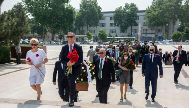 Українська та кримськотатарська діаспори в Узбекистані вшанували загиблих у Другої світовій війні