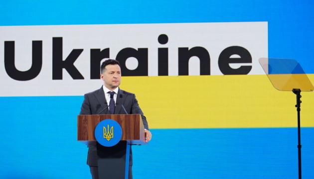 Volodymyr Zelensky : L'Ukraine ne veut pas de guerre, mais doit avoir une armée forte pour assurer la paix