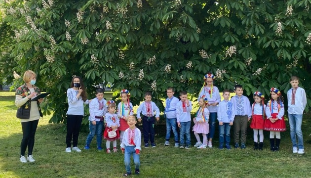 У Мілані учні та вчителі української школи провели концерт до Дня матері