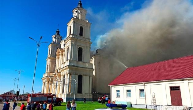 В Беларуси загорелся Будславский костел, обрушилась крыша