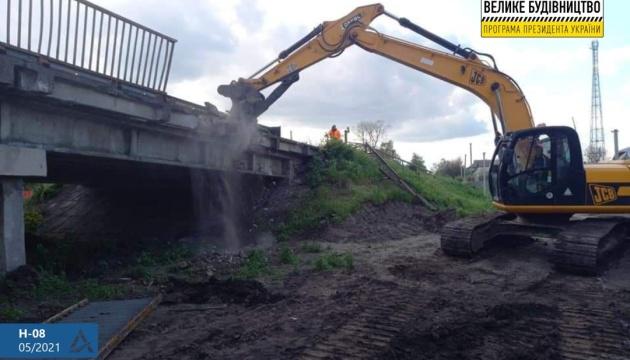 Укравтодор збудує два мости на трасі Бориспіль-Маріуполь