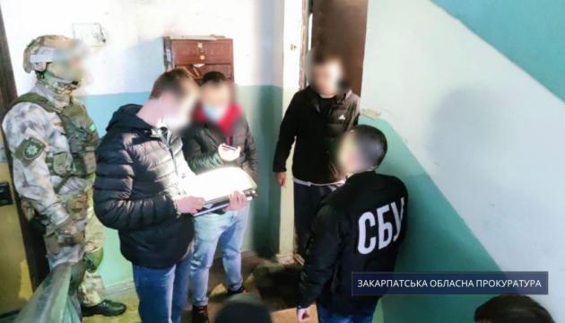 Антивенгерские листовки на Закарпатье: двух подозреваемых отправили под ночной арест