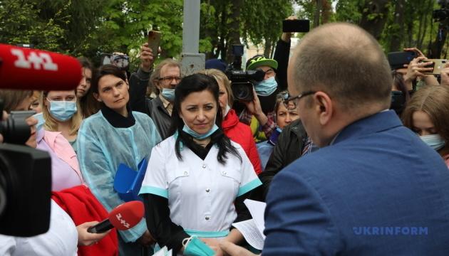 Степанов встретился с медсестрами, которые пришли под Минздрав