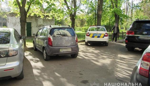 У Києві власник собаки напав на перехожих з ножем після зауваження