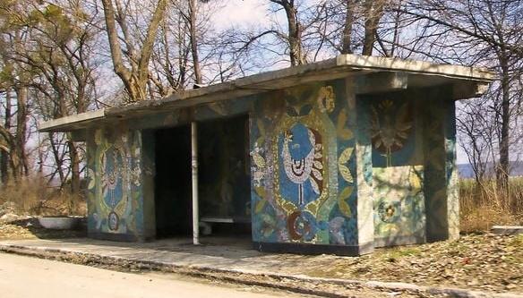 На Хмельниччині під час ремонту траси зносять мозаїчні зупинки