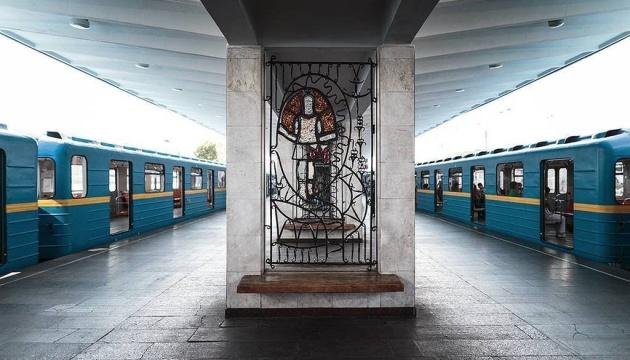 A Kyiv, une femme accouche dans une station de métro